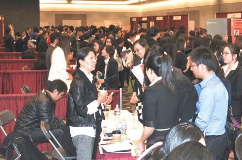 3000多名高校华裔学生竞争200个职位。美国《星岛日报》 庞可阳 摄