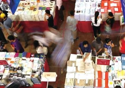 一年一度的上海书展是爱书人们的一场狂欢。新华社发