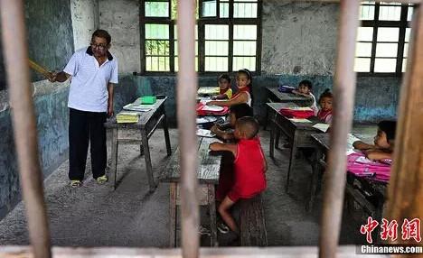 资料图:田洪柏,在湖南大山教书超过30年的乡村教师。
