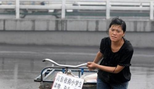 资料图:2009年感动中国人物最美乡村教师李灵。