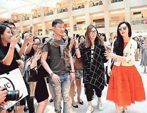 范冰冰现身香港中环购物。图片来源:香港《明报》