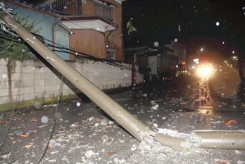 招致3人伤65栋楼受损。