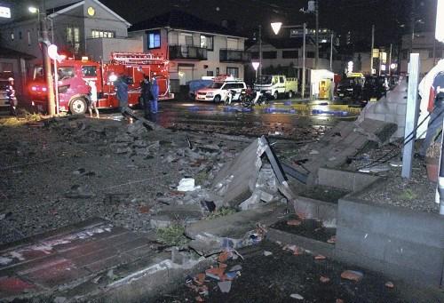 日本千叶市突遭暴风攻击。