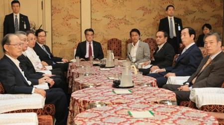 日本在朝党党魁此前就此举办会谈。