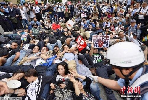 日本大众连日会议,反对安保法。
