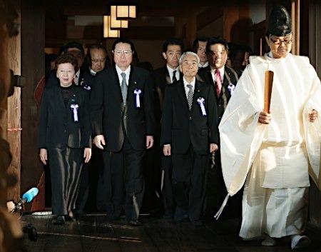 日本议员团体参拜靖国神社。