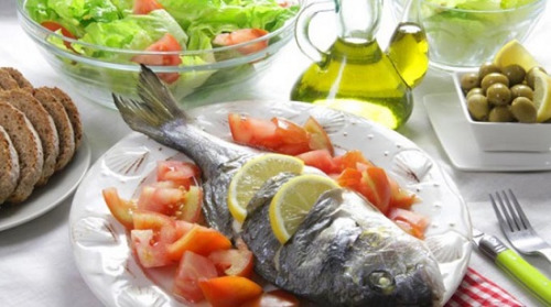 在地中海饮食中,一周要吃至少2次鱼肉或禽肉。
