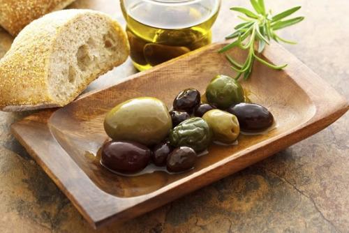 用橄榄油烹调菜肴,不要用黄油。