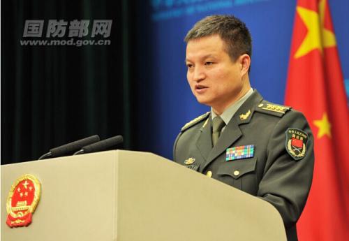 国防部新闻事件局局长、国防部新闻讲话人杨宇军大校答记者问。李爱明摄