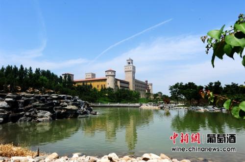 俏丽的陕西张裕瑞那城堡酒庄主城堡。