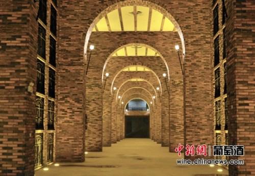 陕西张裕瑞那城堡酒庄储酒领地。