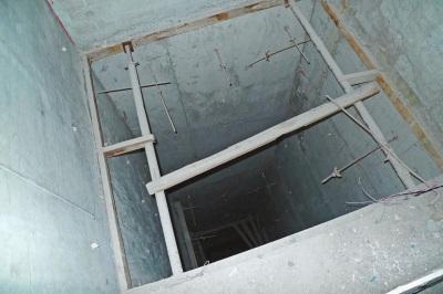 214号别墅,改建的屋宇疑似配置电梯间。
