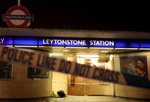 伦敦地铁突发:男子持刀刺伤3人 警方以恐袭对待