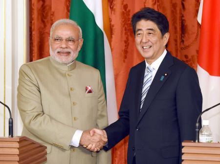 安倍结束访印行程 日外相警告印度勿开展核试验