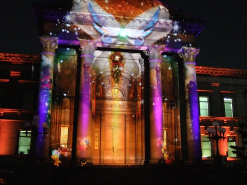 日本最美图书馆:用炫彩光影勾勒梦幻世界(图)