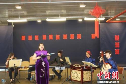 孔子学院巴西师生演奏中国民乐。 莫成雄 摄