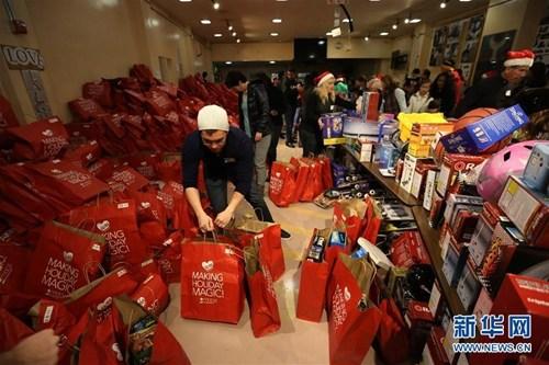 圣诞节购物 图片来源:新华网
