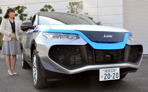 日本国产飞机首飞成功 车企强化自动驾驶研发