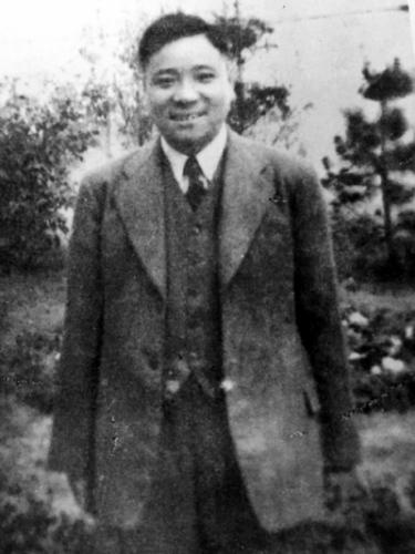 1939年秋,袁殊摄于上海。