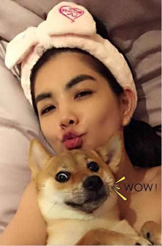 "Ella与爱犬 图片来源:台湾""中国时报"""