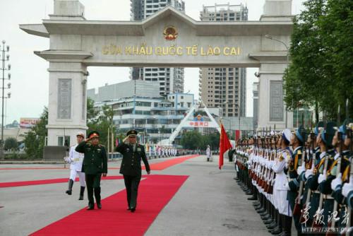 5月15日,国政委员兼国备部长日万全与越南国备部长冯光青在越南老街举行中越两军第二次边疆高层会面。