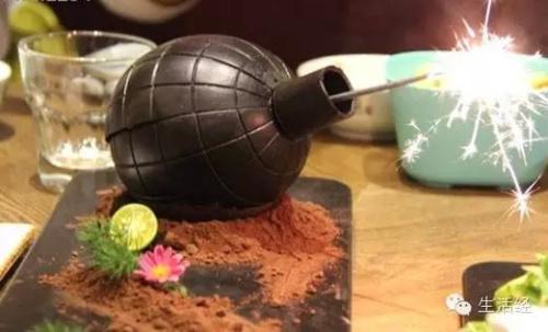 不能说的秘密:悄悄告诉大家,地雷外壳是入口即化、地道正宗的巧克力,里面是香甜解腻的水果沙拉哦~我只能帮到这儿了~