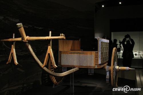 """按照甘肃马家塬出土车辆遗骸复原的""""中国古代第一豪车""""。"""