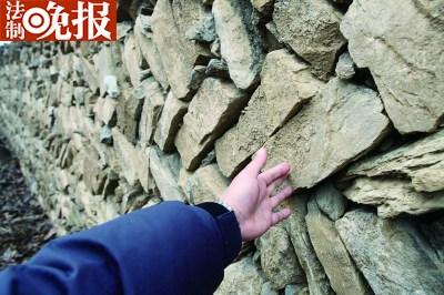 该寺庙的墙壁还算是古旧