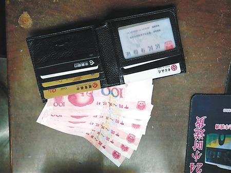 男子撿到錢包 為尋失主風雪中苦等1小時(圖)