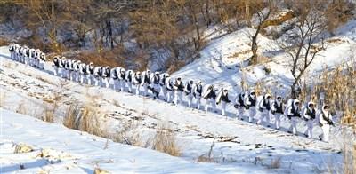 雪野行军。翁伟立摄