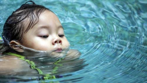 2岁女童创大马幼儿游泳距离最长纪录 系游泳世家