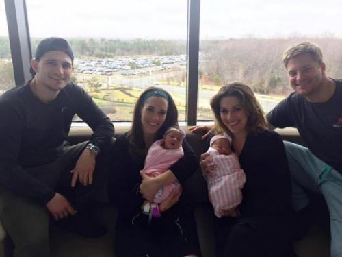 新泽西双胞胎姐妹同一医院诞下女婴 仅相差6分钟