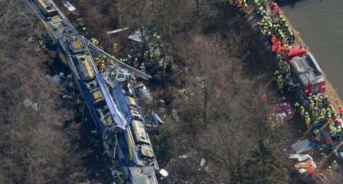 德火车对撞被指人为错误 警方:调度员无重大嫌疑