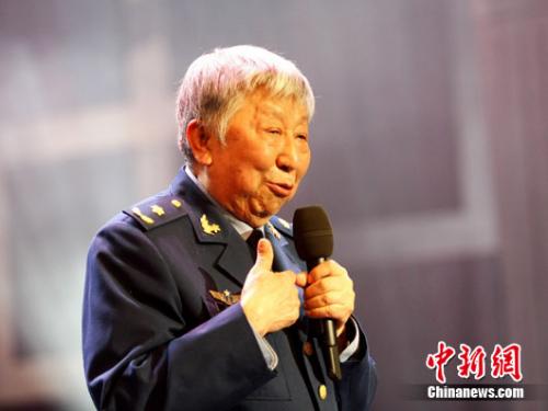 阎肃生平:结婚蜜月创作《江姐》 喜欢周杰伦李宇春