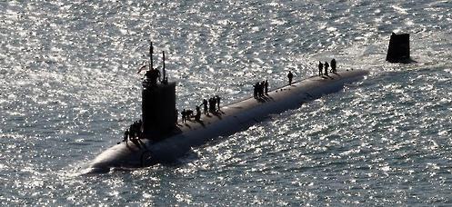"""资料图片:美国""""北卡罗来纳号""""核动力潜艇16日驶入韩国釜山港。"""