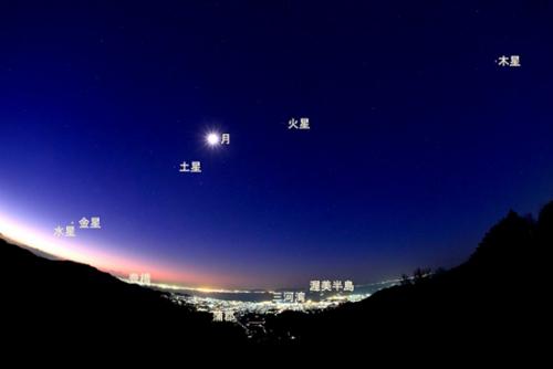 日本市民拍下奇观 月亮与五大行星齐耀天空(图)