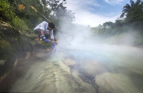 地理学家在亚马逊发现神秘河 河水终年沸腾(组图)
