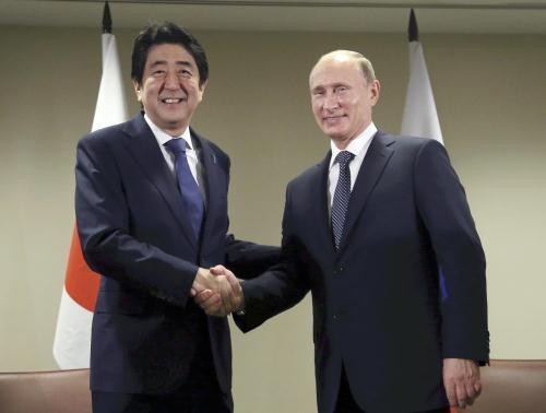 日本内阁官房长官称安倍访俄意向没有改变