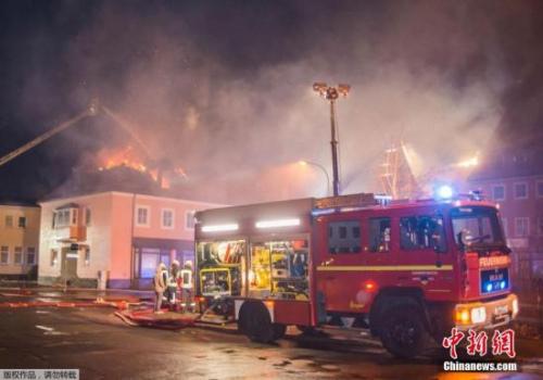 德国一灾黎核心失火 围观大众喝彩并阻碍救活