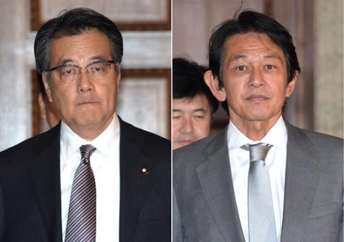 冈田克也与松野赖久(右)。