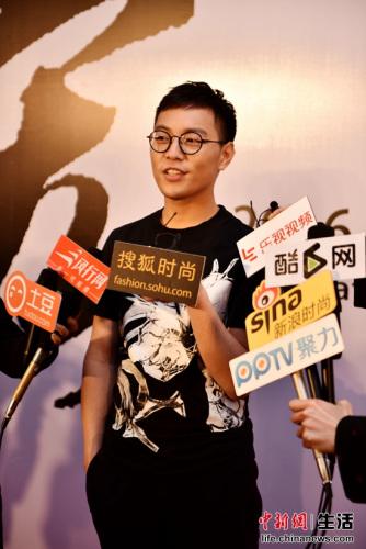 描绘师肖猛承受媒体采访