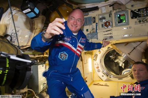 """宇航员在空间站怎么""""玩"""":种花种菜 饱览奇观"""