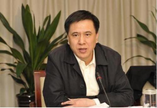 2015年3月3日通报被查,3月5日报道被免职,5月8日发消息,景春华被双开。
