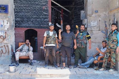 叙利亚武装组织准备战斗。