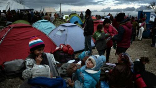 马其顿封锁于希腊的边界导致大批移民滞留希腊一侧。