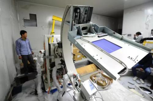 中國首臺自主產權重離子治癌專用裝置。記者 楊艷敏 攝