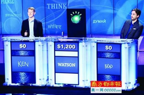 """""""沃森""""(中)在智力问答节目中打败人类冠军。"""