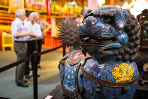 金龙博物馆最新支出的景泰蓝铜狮。