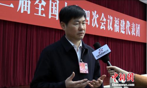 天下人大代表、福州市长杨益民 (民生 摄)