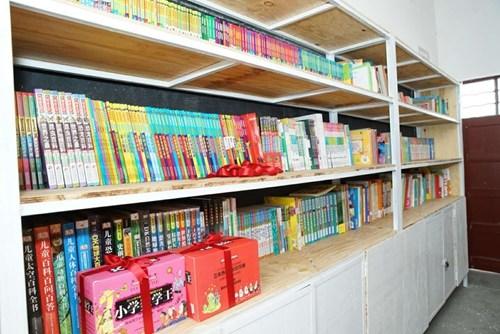 大理小邑庄完小崭新的图书室